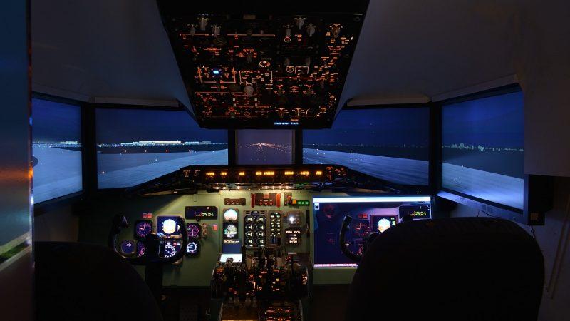 Comment se déroule une séance de simulateur de vol avec un pilote professionnel?